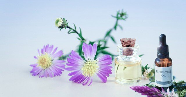 8 Best Essential oils for younger Looking skin