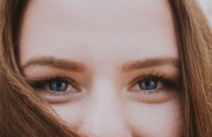how i can tighten skin under my eyes represents smiling eyes